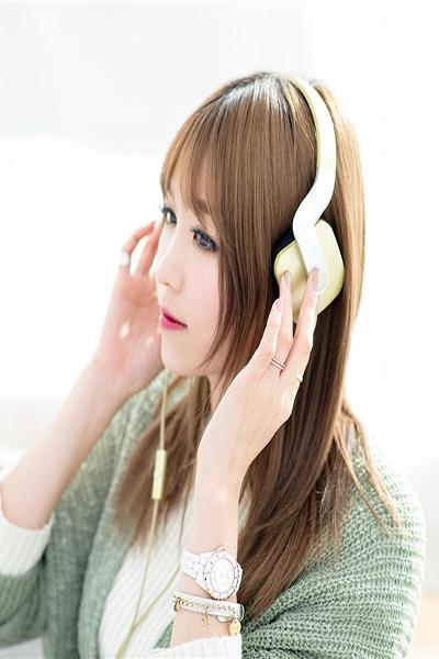 qq皮肤透明女生全身 韩国车模甜美的QQ皮肤
