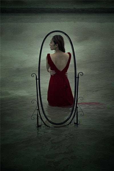 孤独女生伤感背景皮肤大图八张