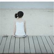 海边孤独伤感的女生头像