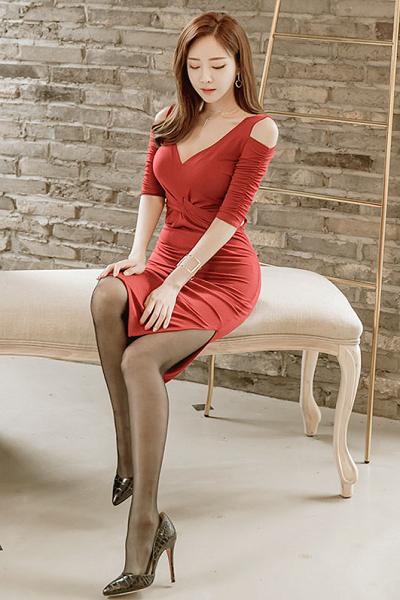 超美气质红衣女神唯美皮肤精选八张