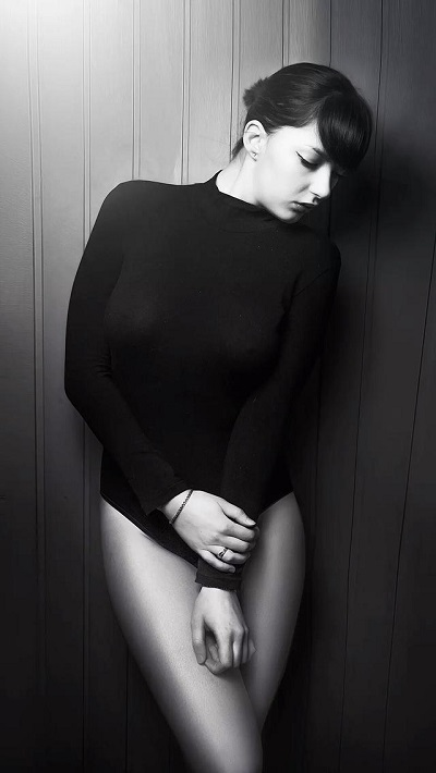超酷唯美欧美女生黑白皮肤精选八张