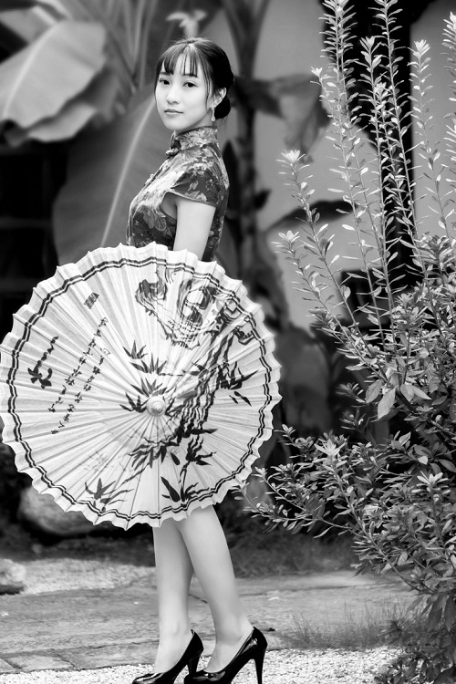 唯美旗袍美女黑白皮肤六张
