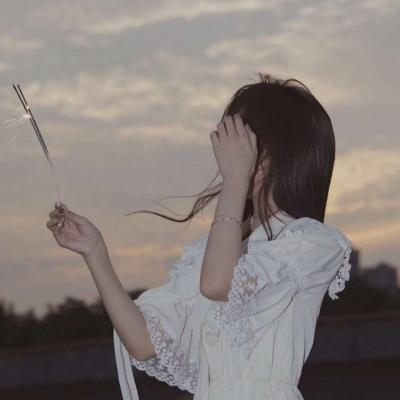 你走也是诗,躺也成文,怎有烟火浊了身